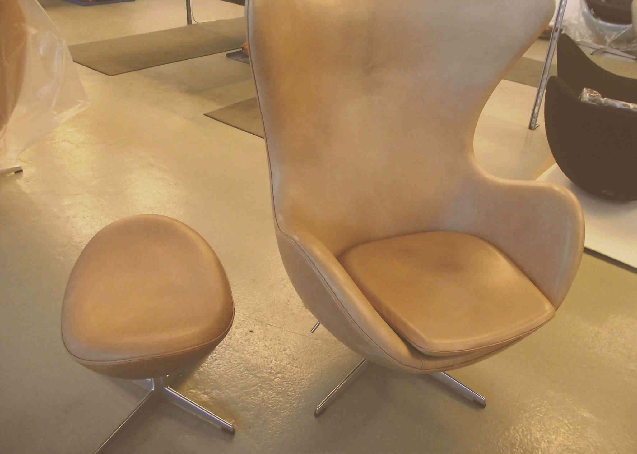 sillón de cuero amarillo