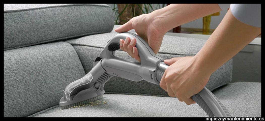 como limpiar un sofa de tela muy sucio