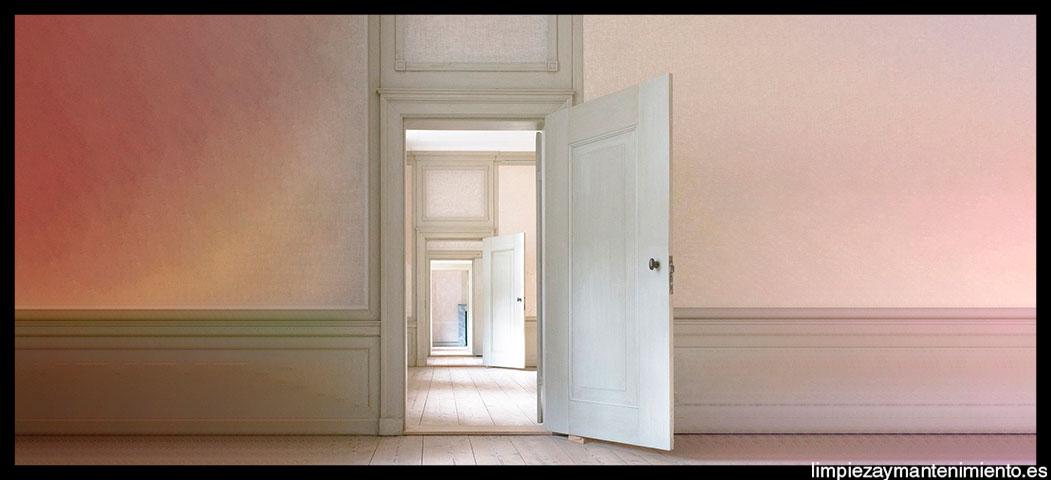 Limpiar-puertas-de-madera-barnizada